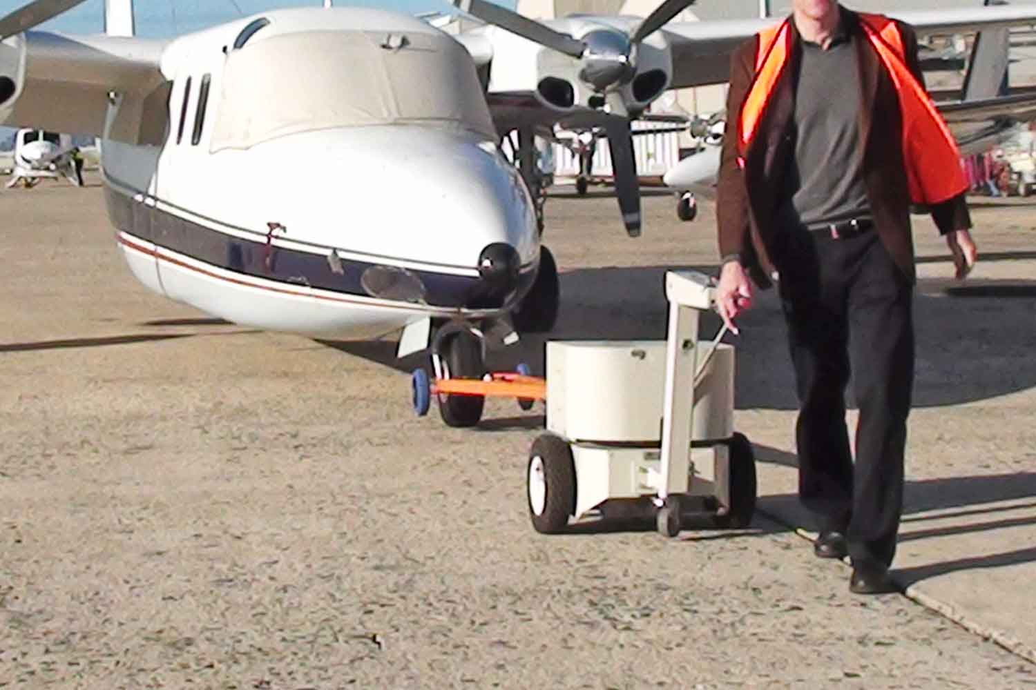 Electrodrive's Tug Classic towing a light aircraft